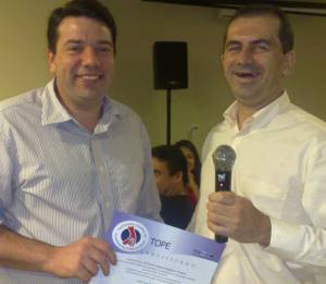 Dr.Carlos Newton Recebe Diploma Do Téc Daniel Fernandes