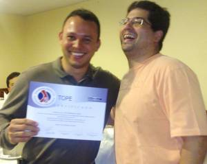 Dr.Gladstone Recebe Diploma Do Dr.Gustavo Andrade