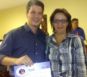 Dr.Leonardo Carleto Borges Recebe Diploma Da Sra.Sonia Negromonte (Angiorad)