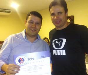 Dr.Tiago Pimentel Recebe Diploma Do Sr.Marcos Lenadro (Goldmedic)